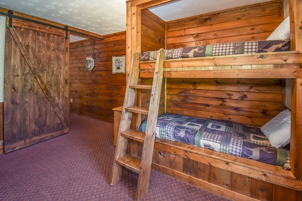 Photo of a Gatlinburg Cabin named Hibernation Station - This is the twenty-first photo in the set.