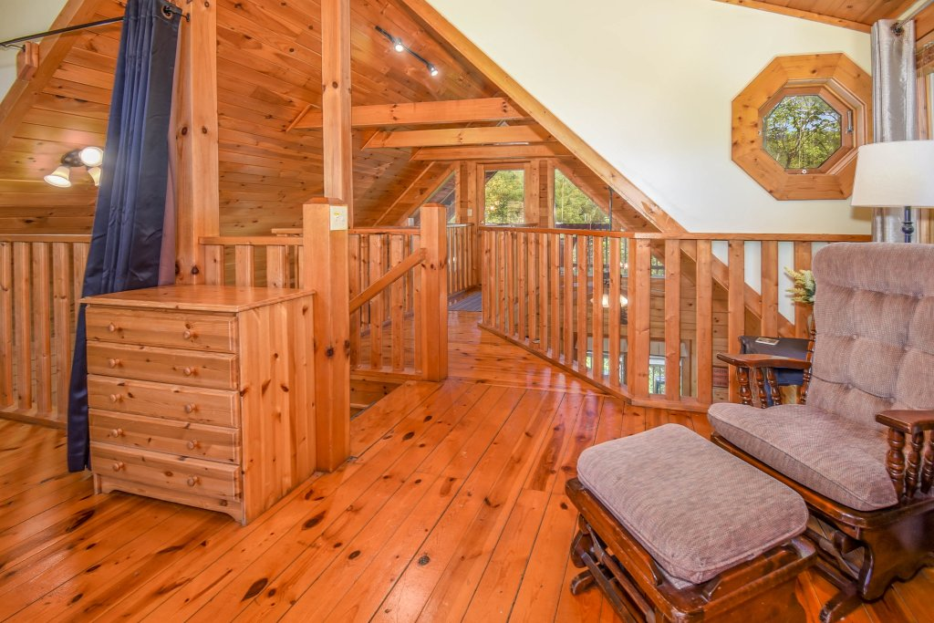 Photo of a Gatlinburg Cabin named Hibernation Station - This is the sixteenth photo in the set.