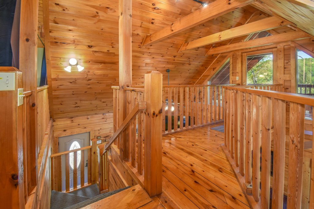 Photo of a Gatlinburg Cabin named Hibernation Station - This is the eighteenth photo in the set.