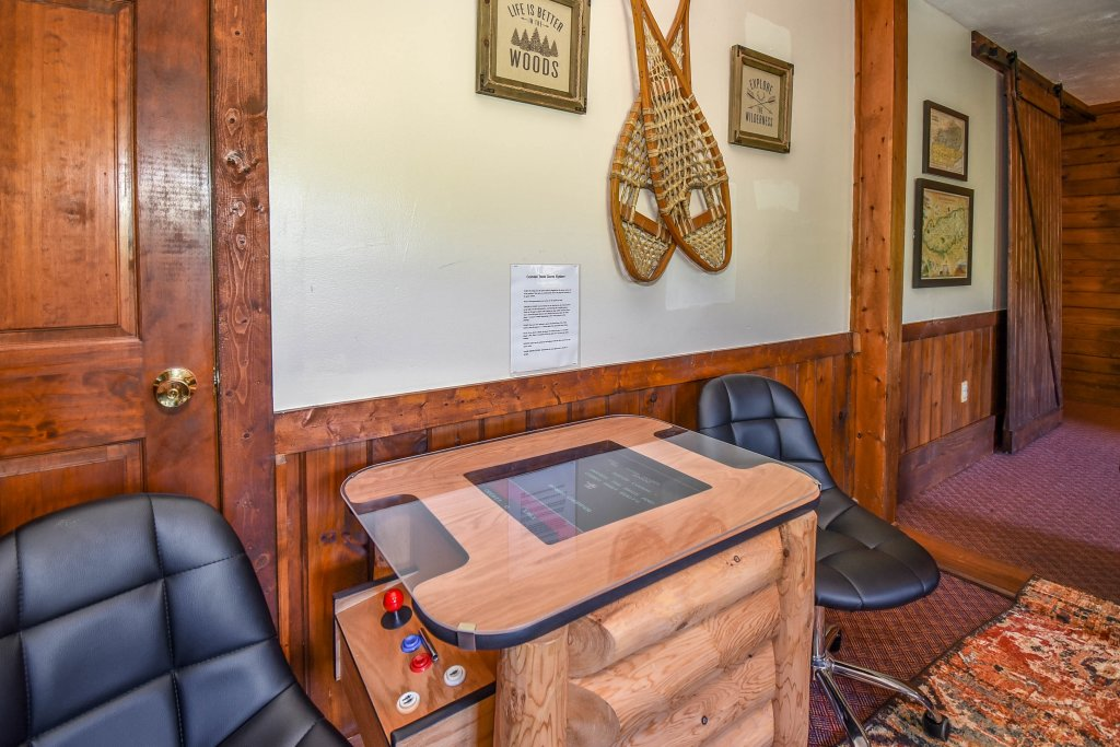 Photo of a Gatlinburg Cabin named Hibernation Station - This is the twenty-third photo in the set.
