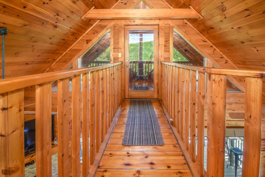 Photo of a Gatlinburg Cabin named Hibernation Station - This is the seventeenth photo in the set.
