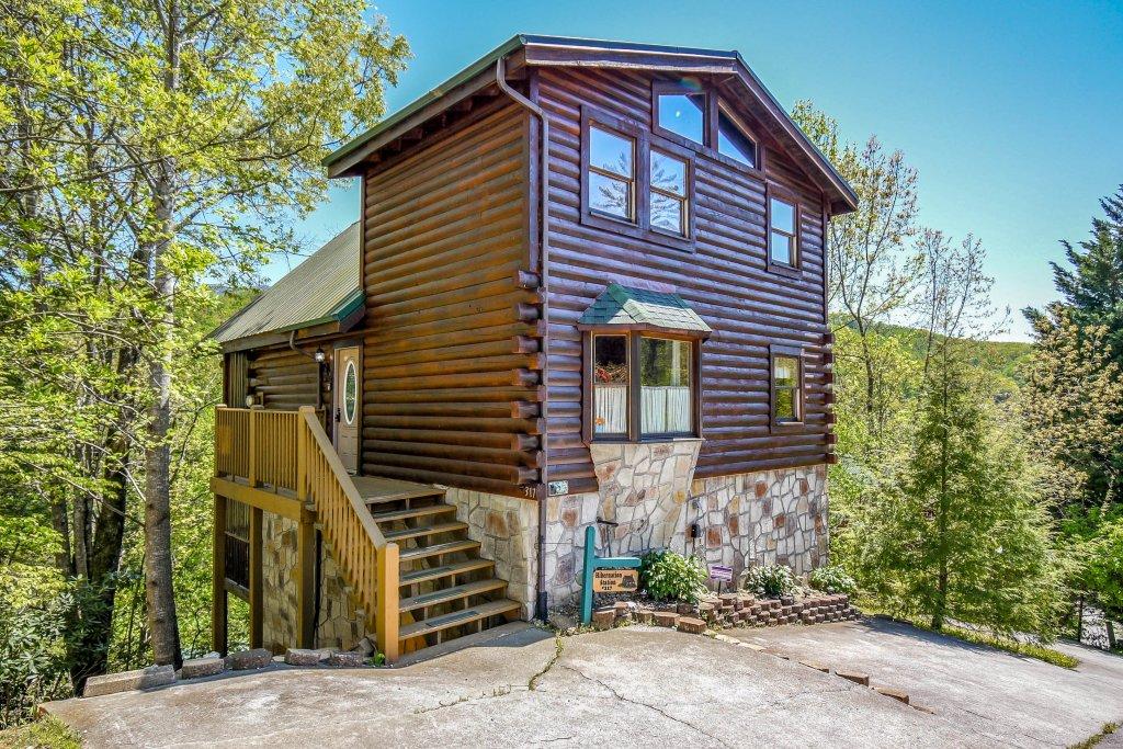 Photo of a Gatlinburg Cabin named Hibernation Station - This is the twenty-ninth photo in the set.