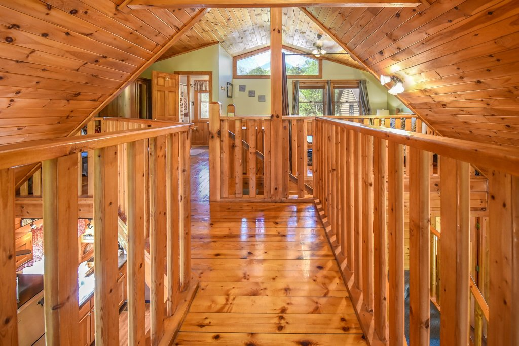 Photo of a Gatlinburg Cabin named Hibernation Station - This is the seventy-second photo in the set.