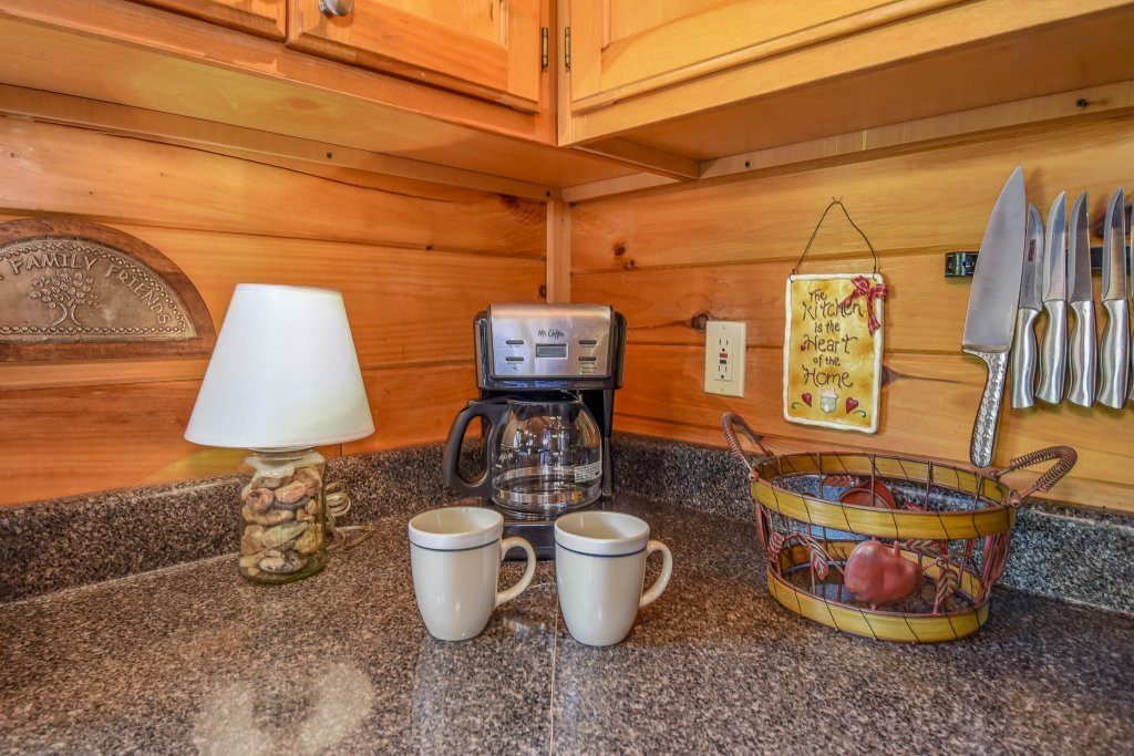 Photo of a Gatlinburg Cabin named Hibernation Station - This is the fifty-third photo in the set.