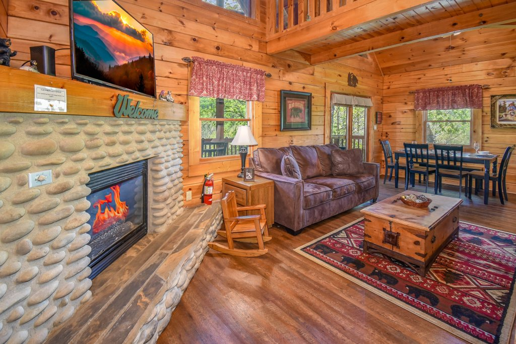 Photo of a Gatlinburg Cabin named Hibernation Station - This is the eighty-sixth photo in the set.