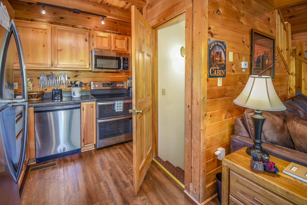 Photo of a Gatlinburg Cabin named Hibernation Station - This is the sixtieth photo in the set.