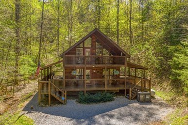 Oversized 1 Bedroom, 2 Bath Luxury Cabin With A Fireplace And Hot Tub.