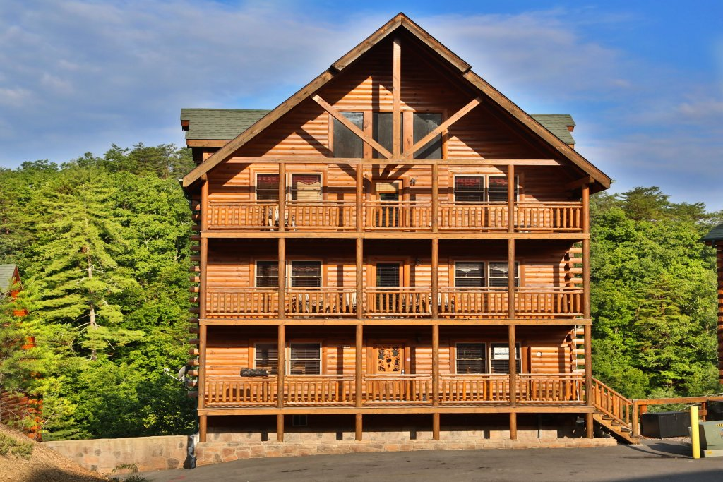 Photo of a Sevierville Cabin named Family Valley Lodge - This is the first photo in the set.