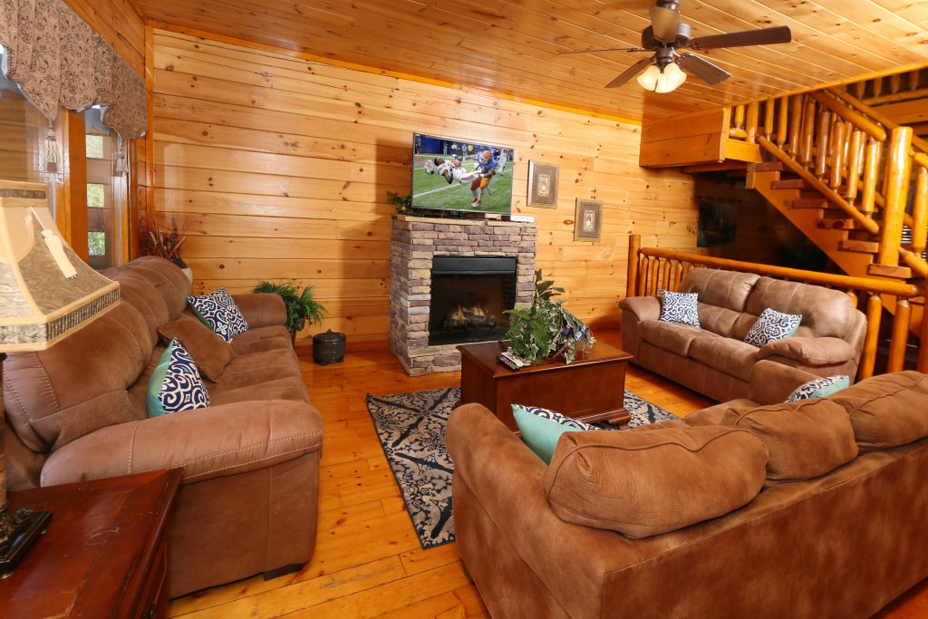 Photo of a Sevierville Cabin named Family Valley Lodge - This is the sixth photo in the set.