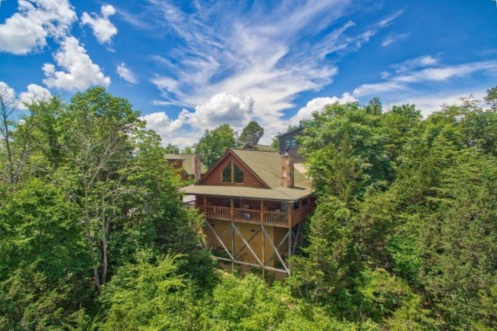 Photo of a Sevierville Cabin named Eagle's Bluff - This is the first photo in the set.