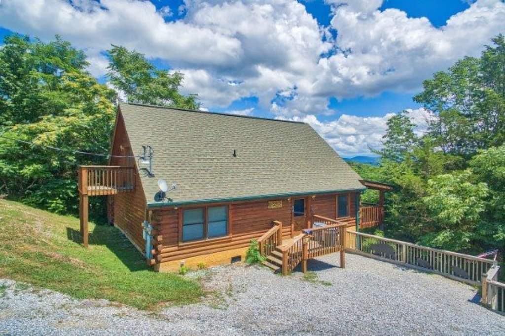 Photo of a Sevierville Cabin named Eagle's Bluff - This is the third photo in the set.