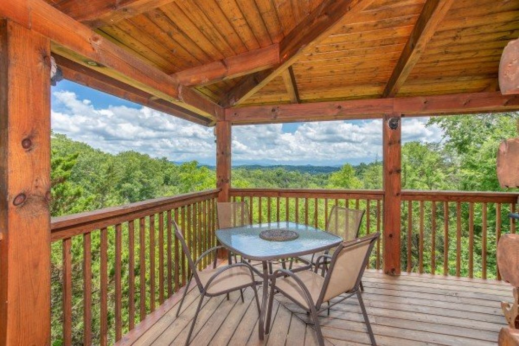 Photo of a Sevierville Cabin named Eagle's Bluff - This is the eighth photo in the set.