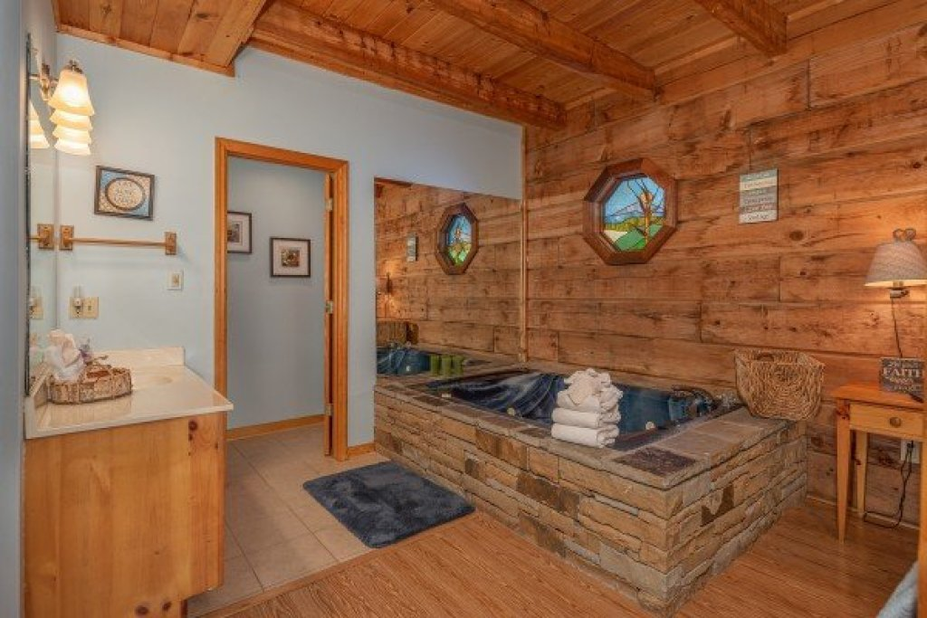 Photo of a Sevierville Cabin named Almost Heaven - This is the eighth photo in the set.