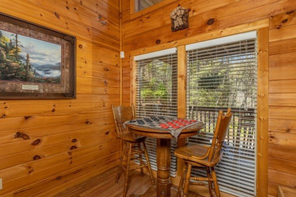 Photo of a Gatlinburg Cabin named Hidden Joy - This is the sixth photo in the set.