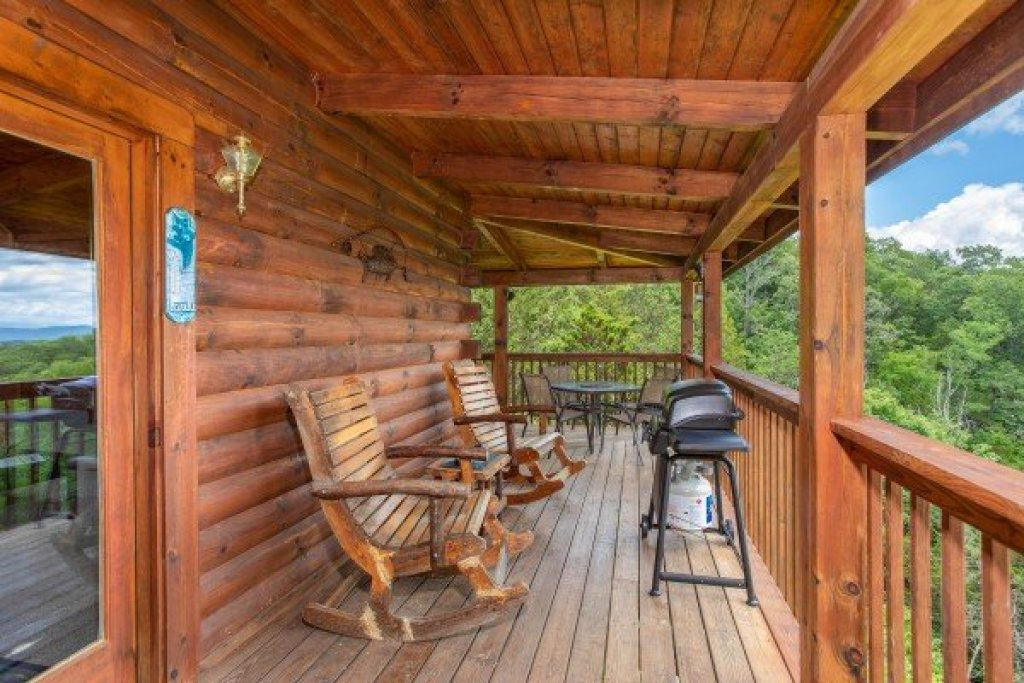 Photo of a Sevierville Cabin named Eagle's Bluff - This is the fifteenth photo in the set.