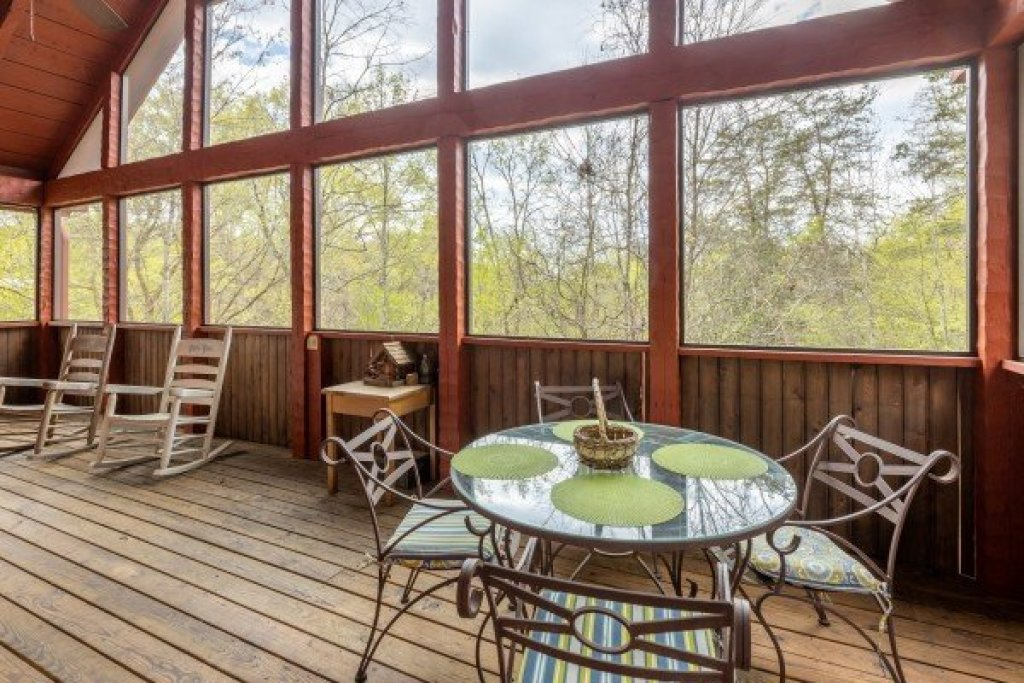 Photo of a Sevierville Cabin named Almost Heaven - This is the twenty-second photo in the set.