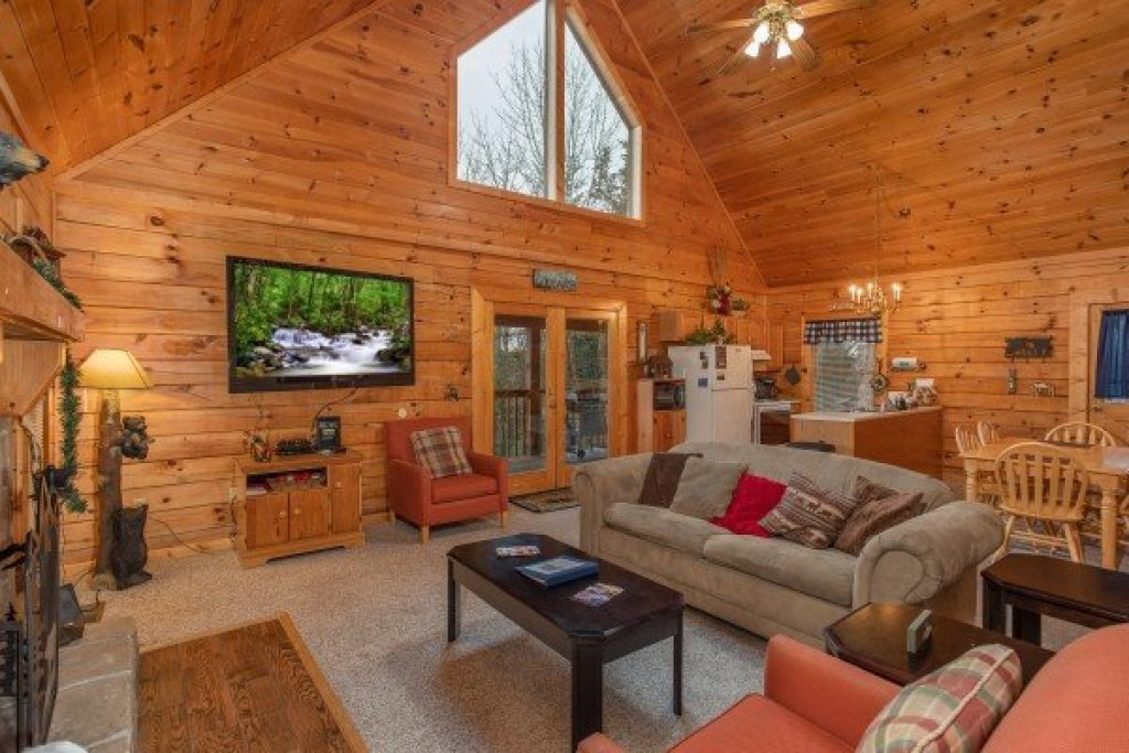 Photo of a Sevierville Cabin named Eagle's Bluff - This is the fifth photo in the set.