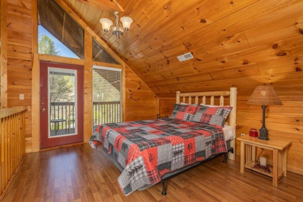 Photo of a Gatlinburg Cabin named Hidden Joy - This is the twelfth photo in the set.