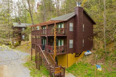 Two King Master Suites Close To Town With A Gas Fireplace And Hot Tub.