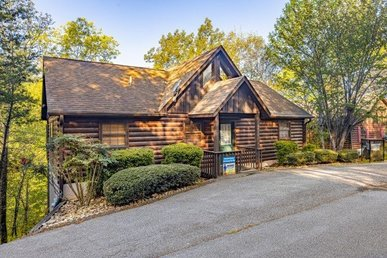 A 2 Bedroom, 2 Bath, Deluxe Cabin For 8 Close To Dollywood On Easy To Drive Road