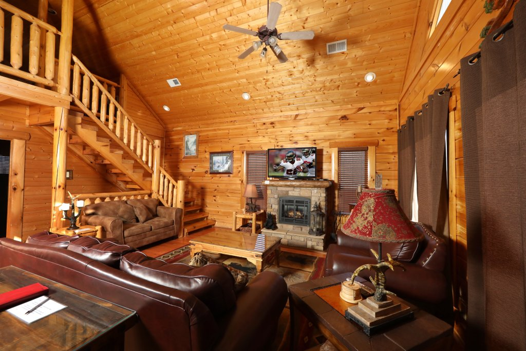 Photo of a Sevierville Cabin named Bear-a-dise In The Smokies - This is the second photo in the set.