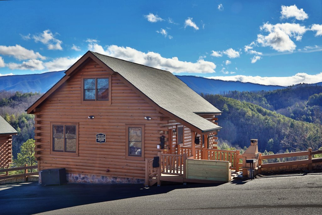 Photo of a Sevierville Cabin named Bear-a-dise In The Smokies - This is the first photo in the set.
