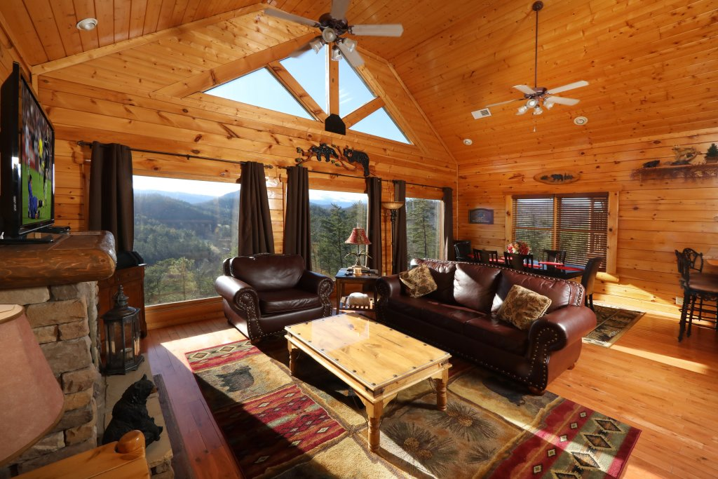 Photo of a Sevierville Cabin named Bear-a-dise In The Smokies - This is the fourth photo in the set.
