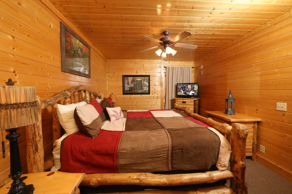 Photo of a Sevierville Cabin named Bear-a-dise In The Smokies - This is the eighth photo in the set.