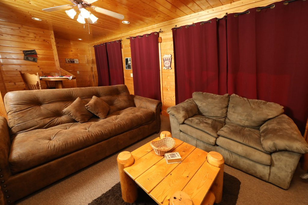 Photo of a Sevierville Cabin named Bear-a-dise In The Smokies - This is the sixteenth photo in the set.