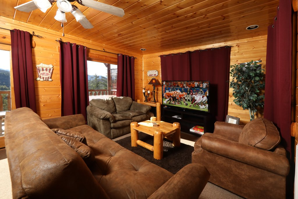 Photo of a Sevierville Cabin named Bear-a-dise In The Smokies - This is the fourteenth photo in the set.