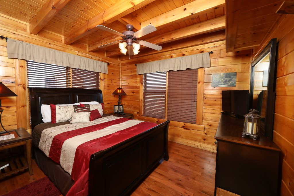 Photo of a Sevierville Cabin named Bear-a-dise In The Smokies - This is the sixth photo in the set.