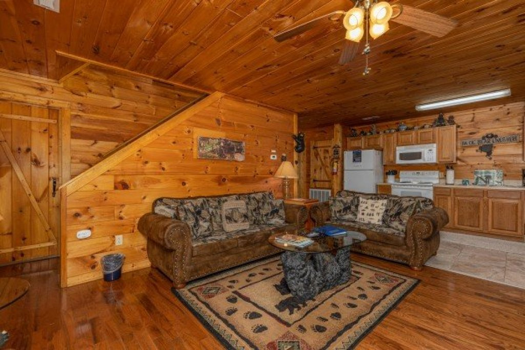 Photo of a Sevierville Cabin named Hidden Pines - This is the fourth photo in the set.