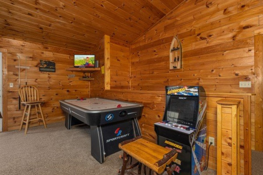 Photo of a Sevierville Cabin named Hidden Pines - This is the fourteenth photo in the set.