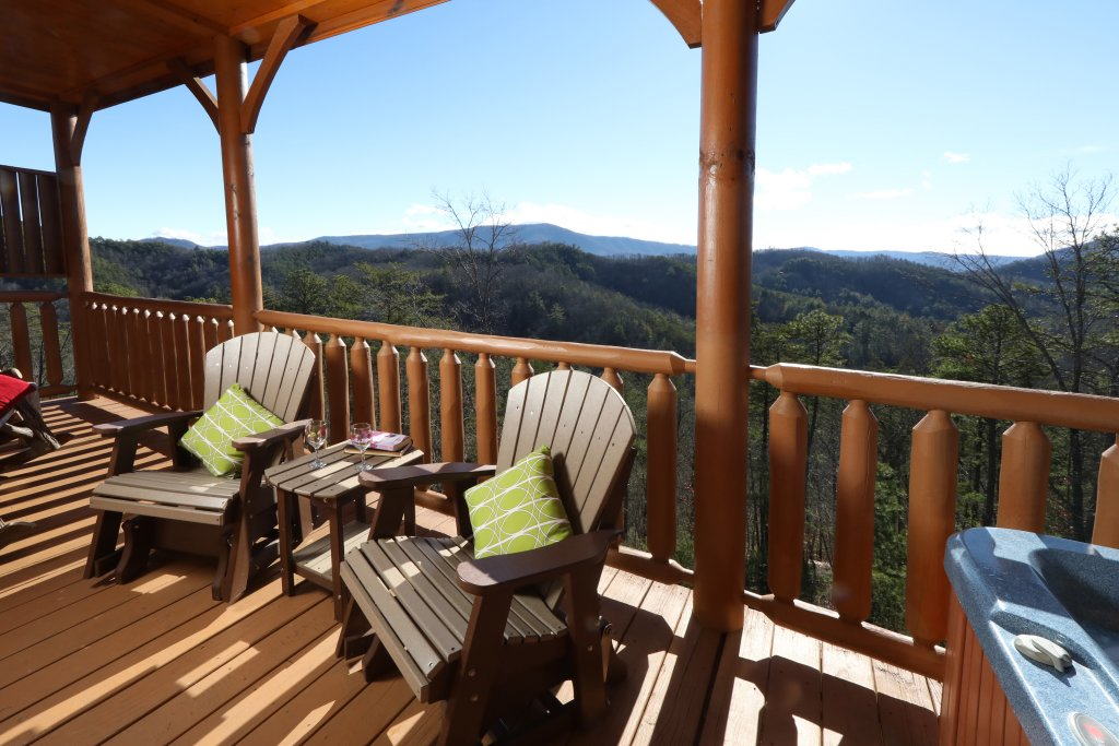 Photo of a Sevierville Cabin named Bear-a-dise In The Smokies - This is the forty-second photo in the set.