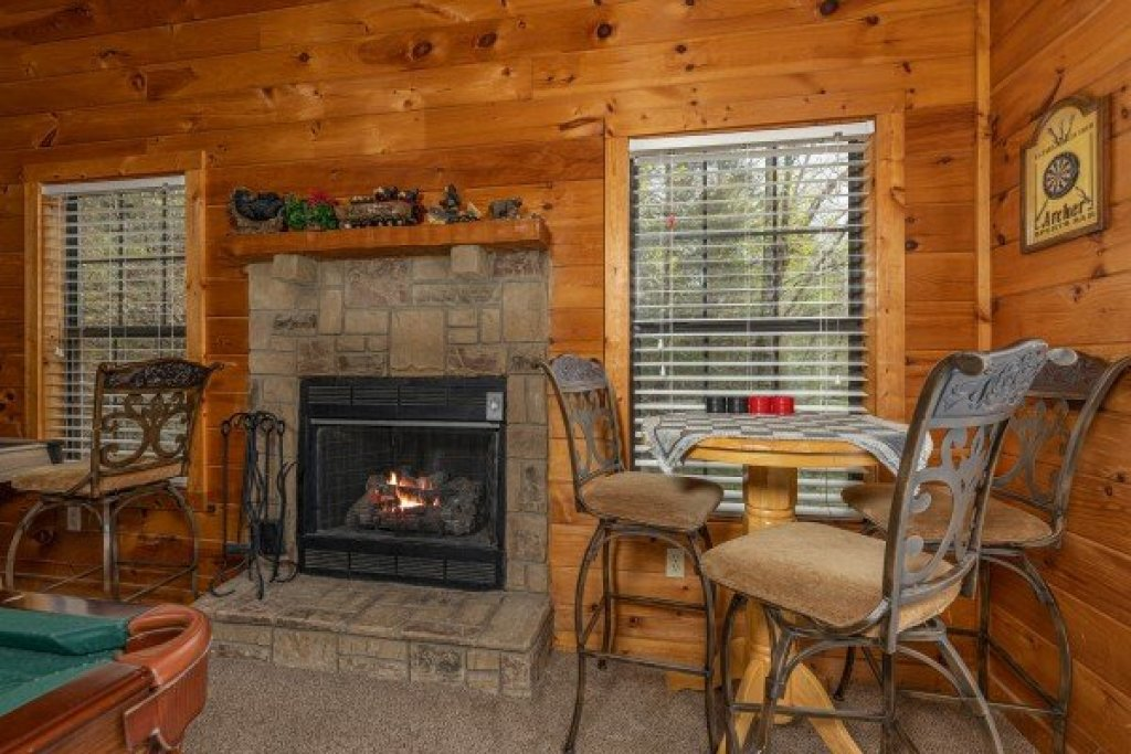 Photo of a Sevierville Cabin named Hidden Pines - This is the sixteenth photo in the set.