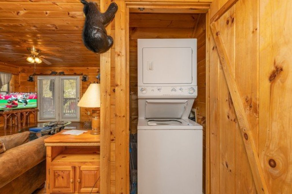 Photo of a Sevierville Cabin named Hidden Pines - This is the seventh photo in the set.