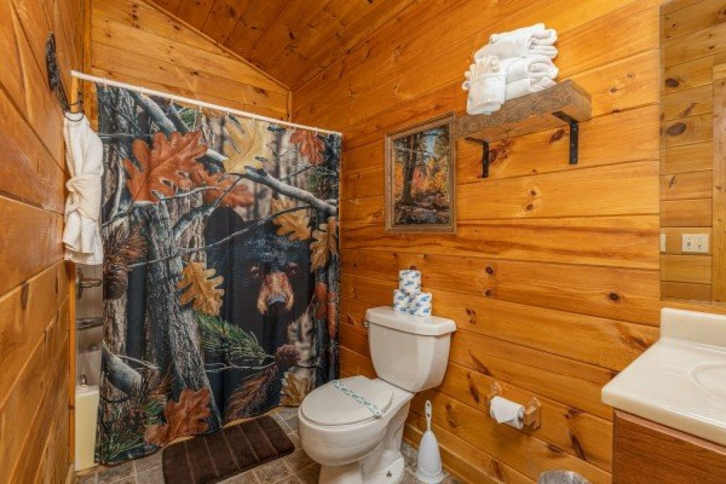 Photo of a Sevierville Cabin named Hidden Pines - This is the twenty-first photo in the set.