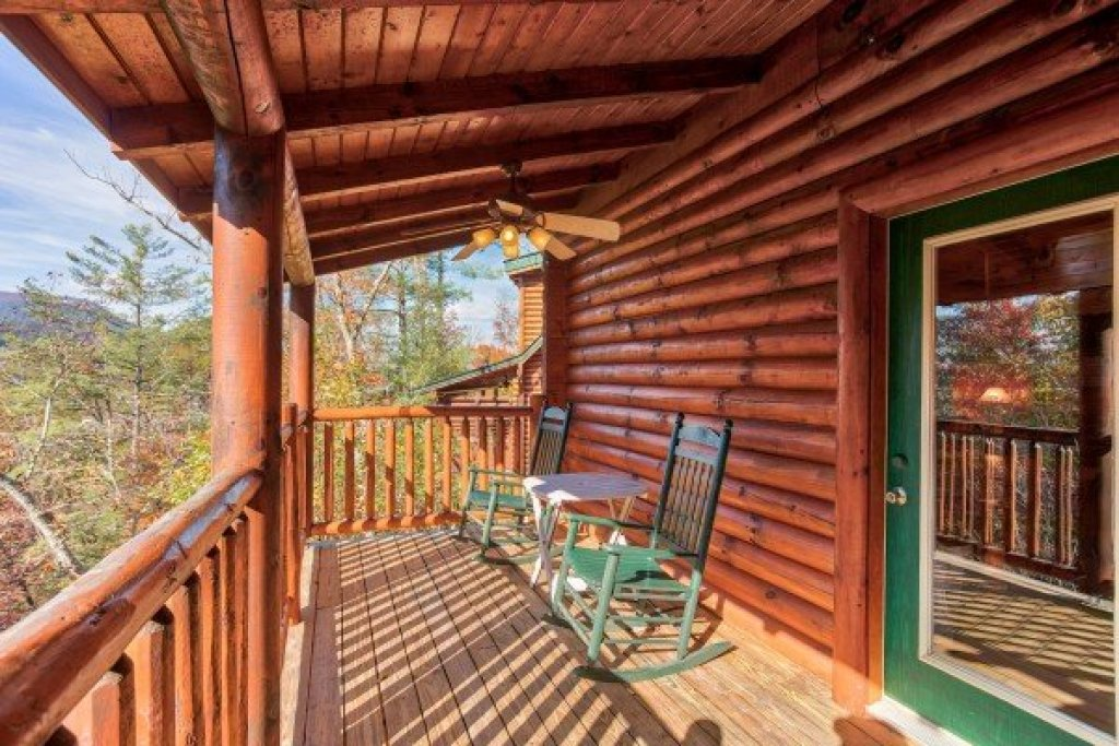 Photo of a Sevierville Cabin named 5 Little Cubs - This is the third photo in the set.