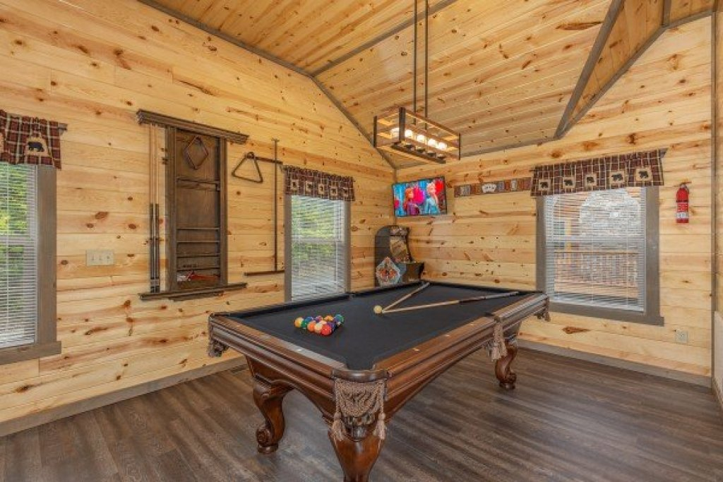 Photo of a Pigeon Forge Cabin named Alpine Adventure - This is the ninth photo in the set.