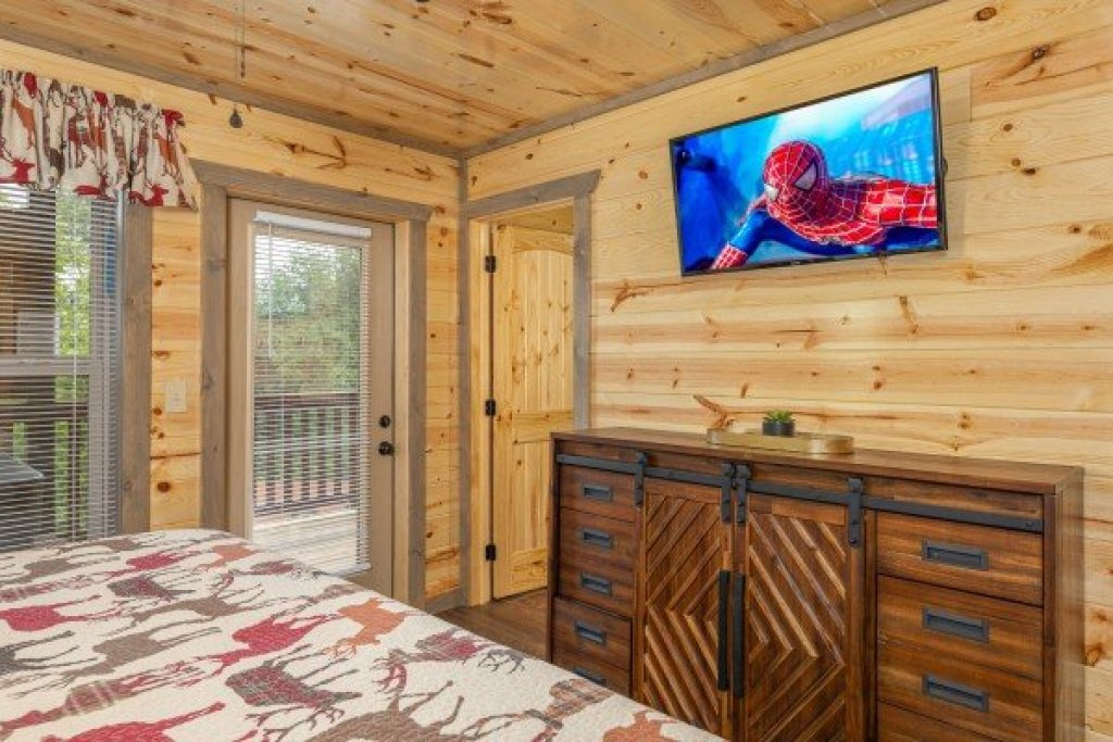 Photo of a Pigeon Forge Cabin named Alpine Adventure - This is the fifth photo in the set.