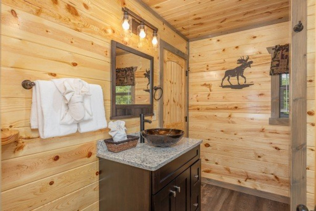 Photo of a Pigeon Forge Cabin named Alpine Adventure - This is the sixth photo in the set.