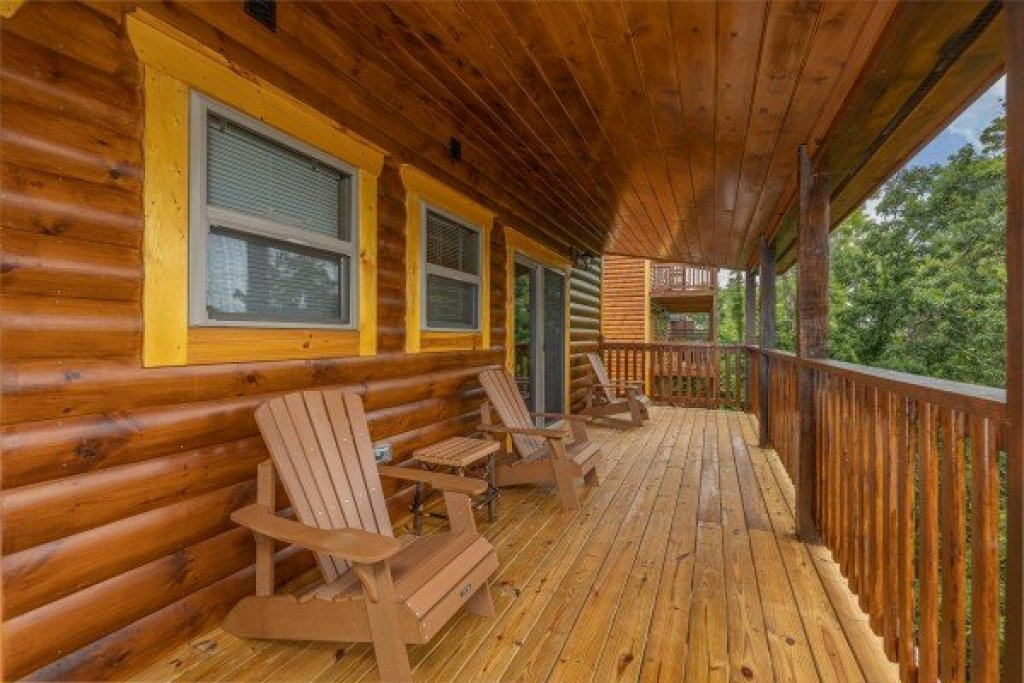 Photo of a Pigeon Forge Cabin named Alpine Adventure - This is the fourteenth photo in the set.