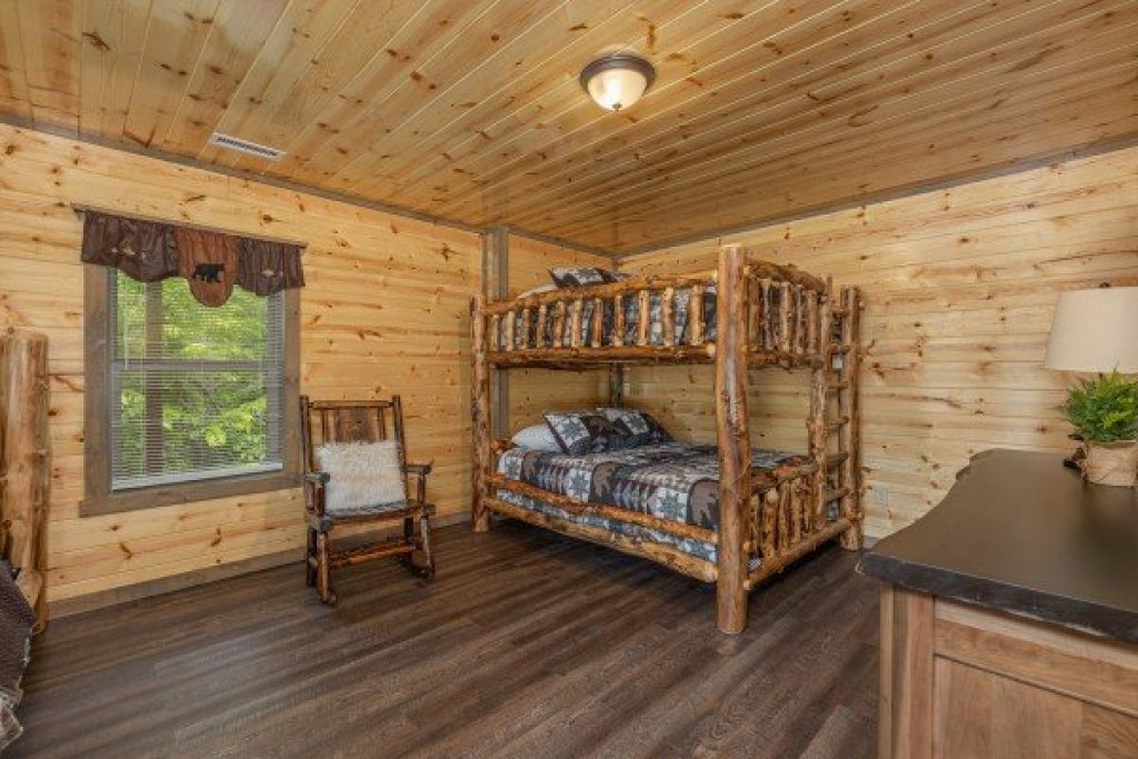Photo of a Pigeon Forge Cabin named Alpine Adventure - This is the sixteenth photo in the set.