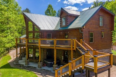 5 Bedroom, 5.5 Bath Luxury Plus Cabin For 17 With Plenty Of Space To Spread Out.