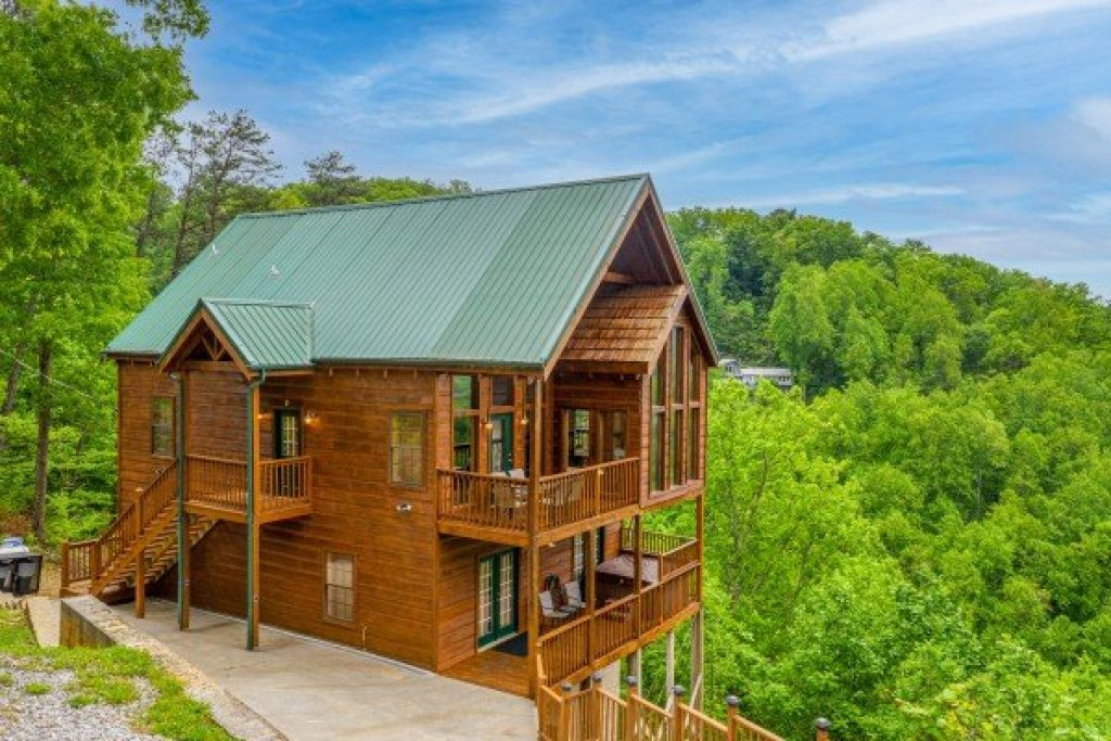 Photo of a Sevierville Cabin named Auburn Sky - This is the third photo in the set.