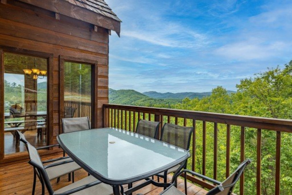 Photo of a Sevierville Cabin named Auburn Sky - This is the ninth photo in the set.