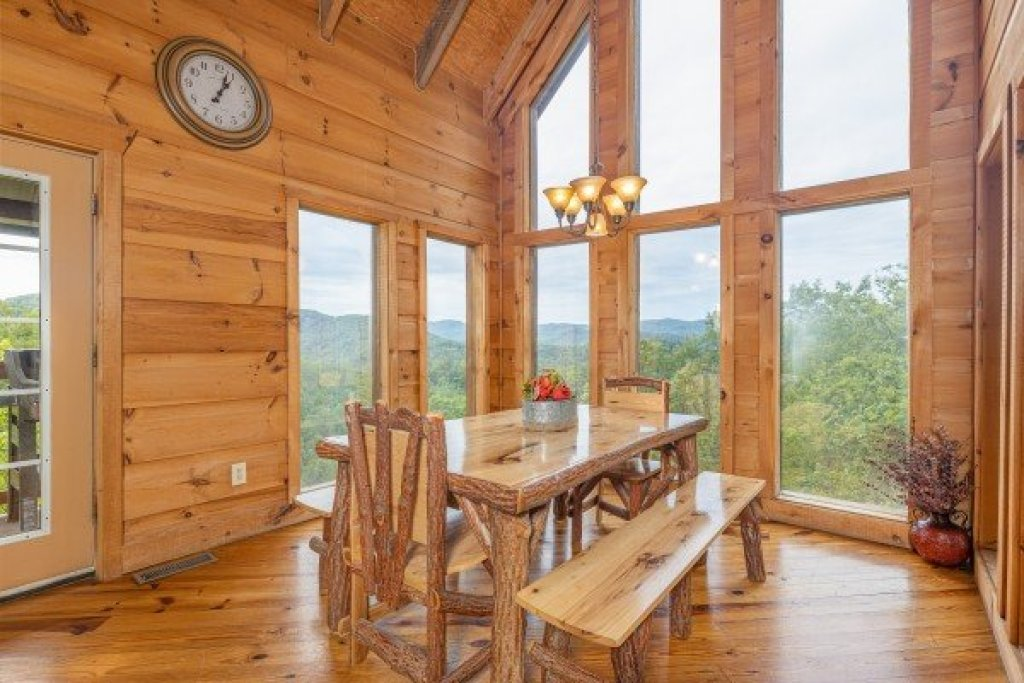 Photo of a Sevierville Cabin named Auburn Sky - This is the eighth photo in the set.