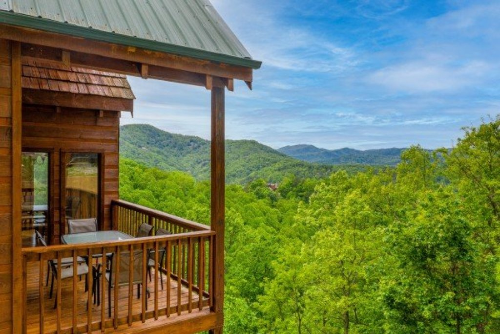 Photo of a Sevierville Cabin named Auburn Sky - This is the first photo in the set.