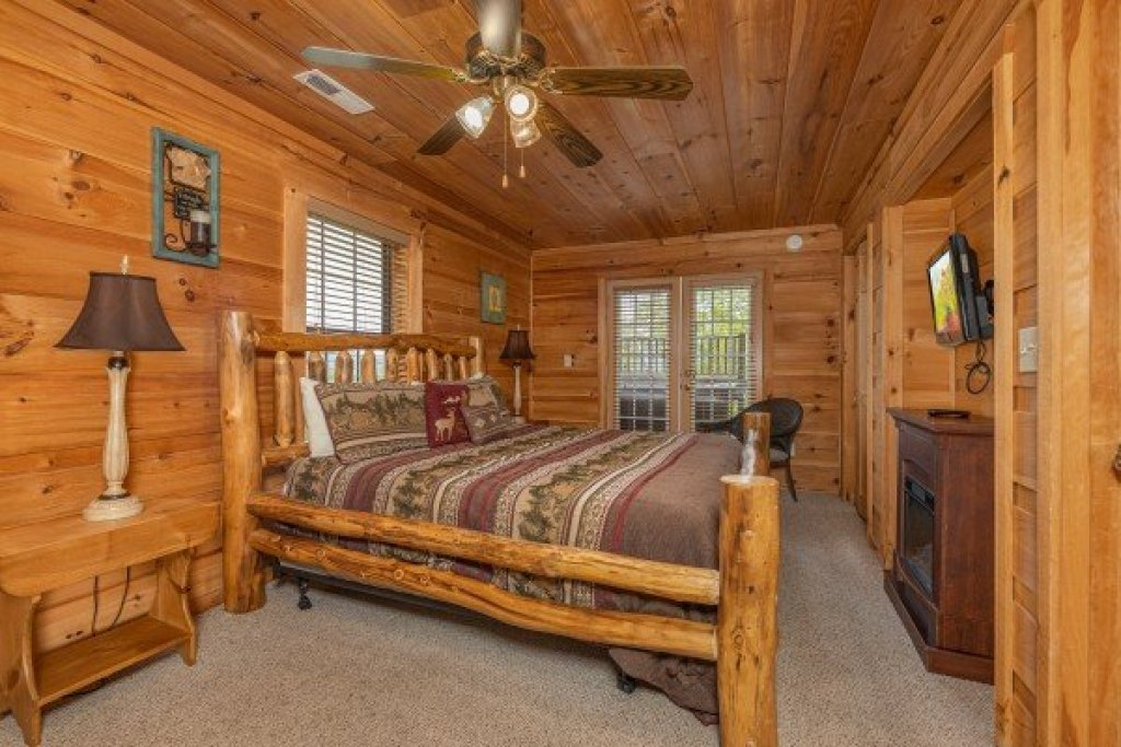 Photo of a Sevierville Cabin named Auburn Sky - This is the twenty-sixth photo in the set.