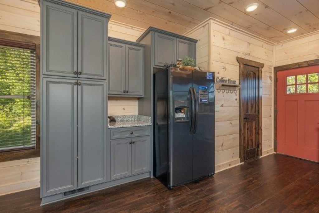 Photo of a Pigeon Forge Cabin named Smoky Mountain Chalet - This is the second photo in the set.